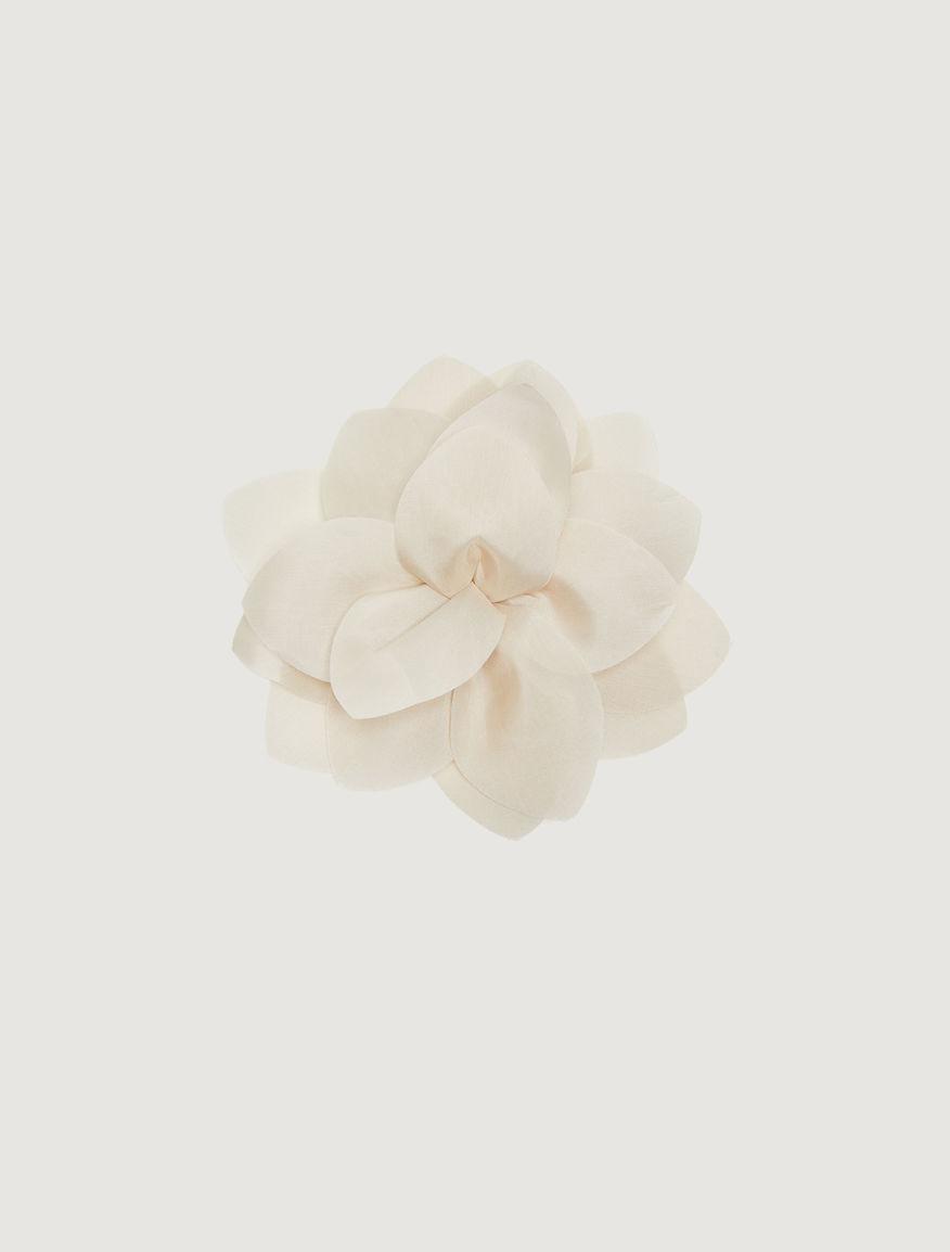 Flower pin Marella
